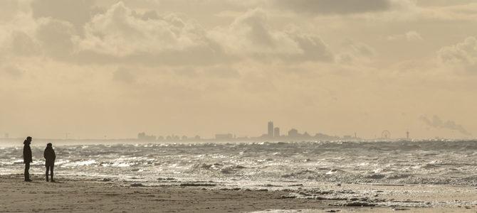 Het strand in Noordwijk een dag na de storm